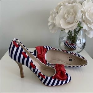 Nautical striped heels with bow size 6.5
